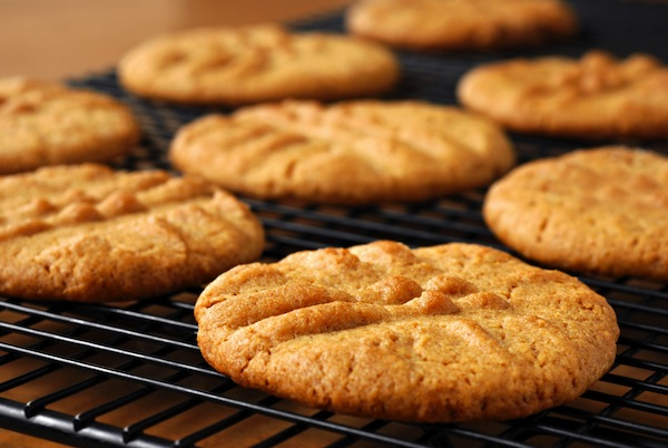 why we crave junk food - article featured image of cookies